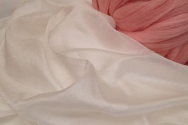 "Margilano šilko audinys ""Excelsior"" 4,7 perlo balta spalva, 20,4 g/m2, 95 cm, kodas MSA14, 1 m"